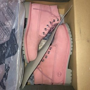 Girls pink Timberland